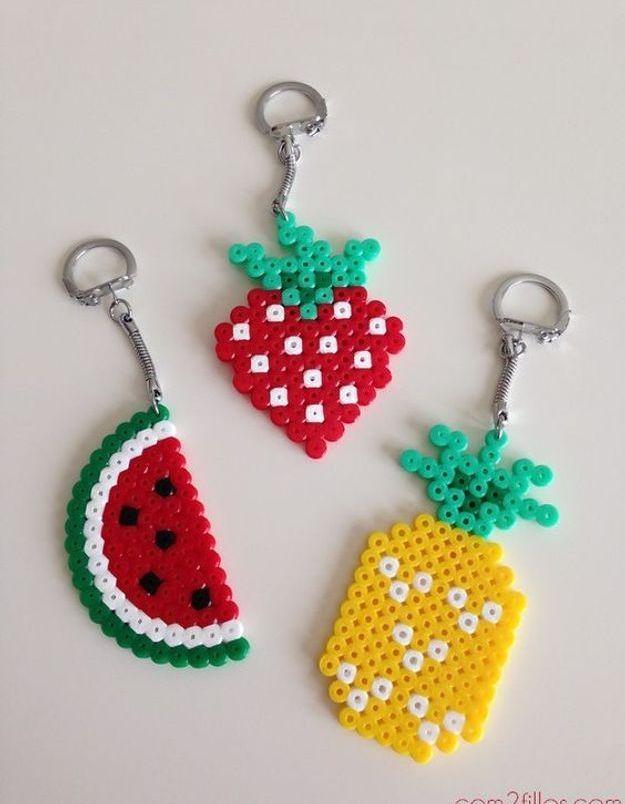 Cadeau fête des mères à faire soi-même : un porte-clés en perle à repasser