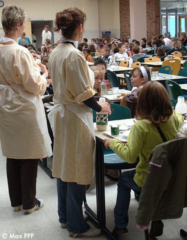 Des vigiles pour surveiller une cantine scolaire