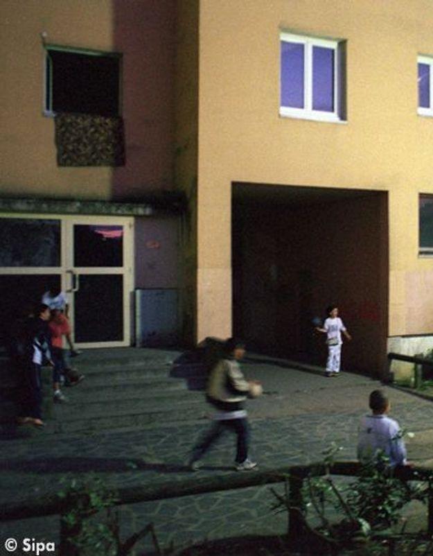 Une amende pour les parents délaissant leurs enfants dehors?