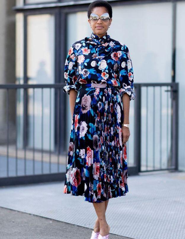 Une robe fleurie + des mules à talons