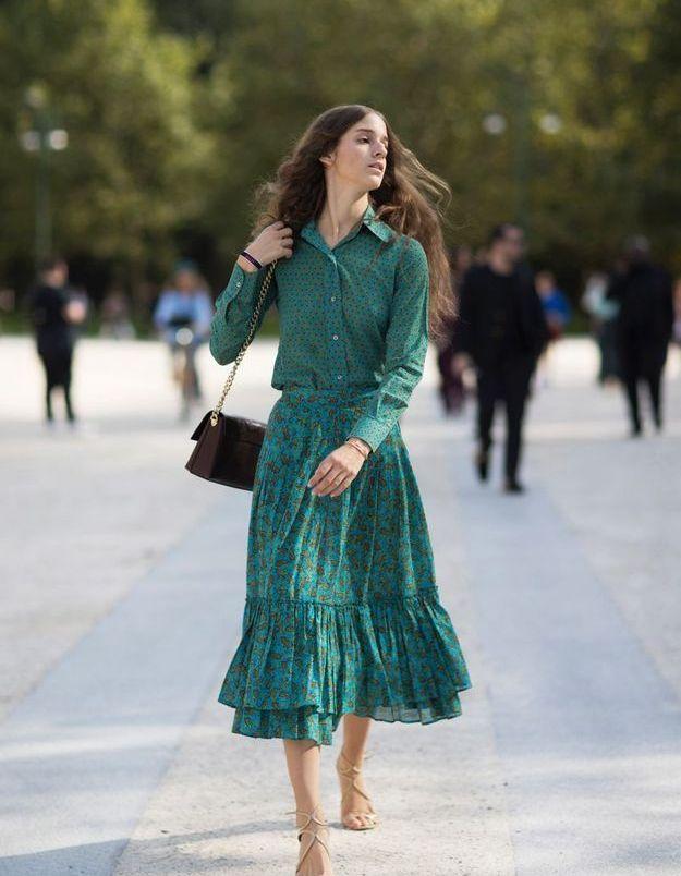 Une robe midi boutonnée devant