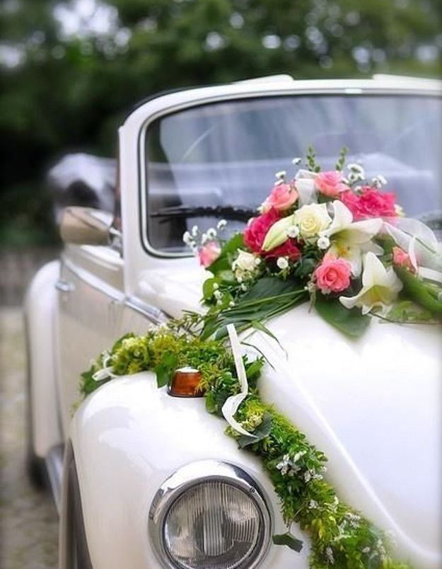 d coration voiture mariage fleurs 10 jolies fa ons de d corer sa voiture de mariage elle. Black Bedroom Furniture Sets. Home Design Ideas