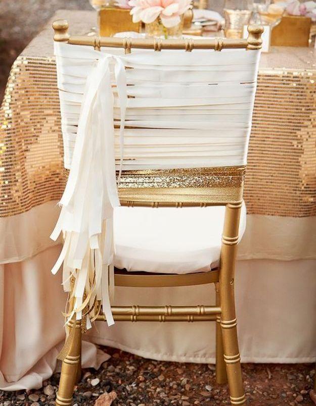 Chaise de mariage enrubannée
