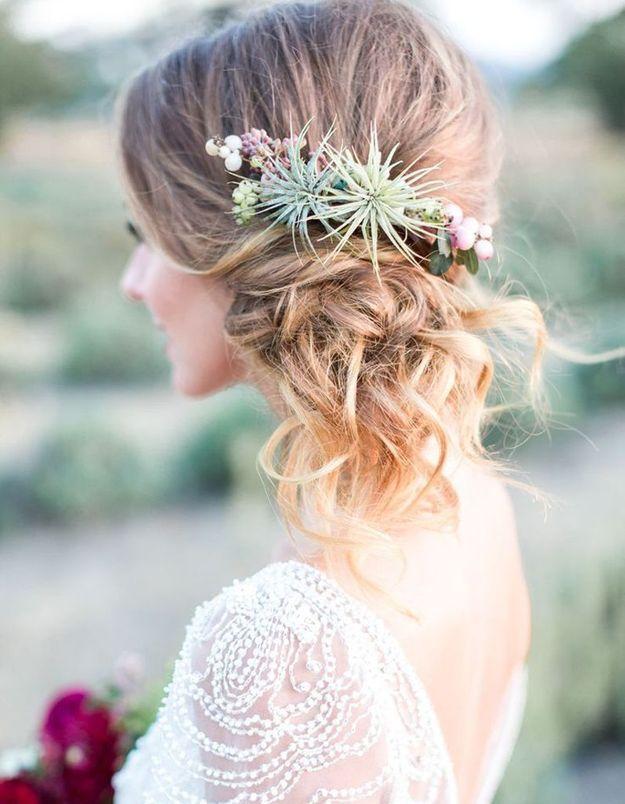 Des fleurs originales dans les cheveux