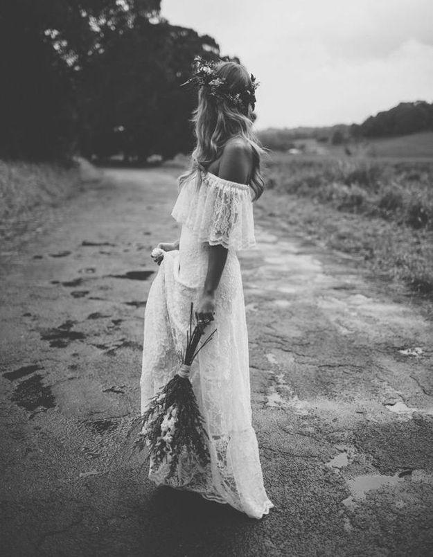 Robe de mariée dentelle épaule