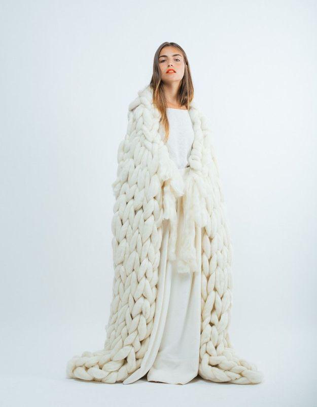 Robe de mariée d'hiver et grosse maille
