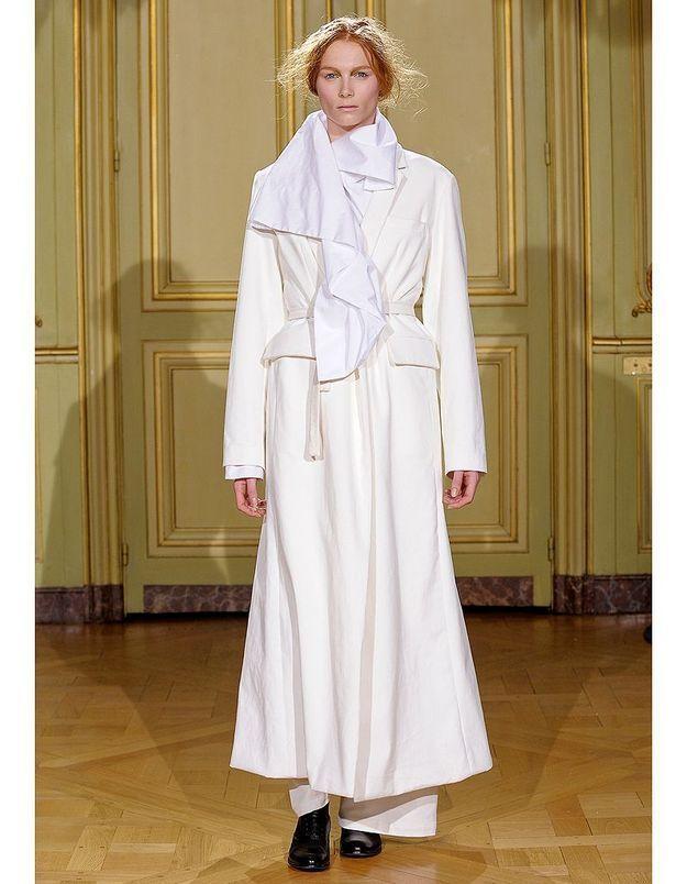 d62c4f36796 La tenue d aventurière de Moon Young Hee - Robes de mariée   30 silhouettes  de défilés pour s inspirer - Elle