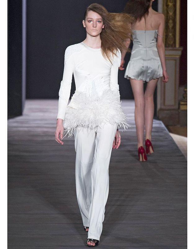 c37edd7e23b Le pantalon Hakaan - Robes de mariée   30 silhouettes de défilés pour  s inspirer - Elle