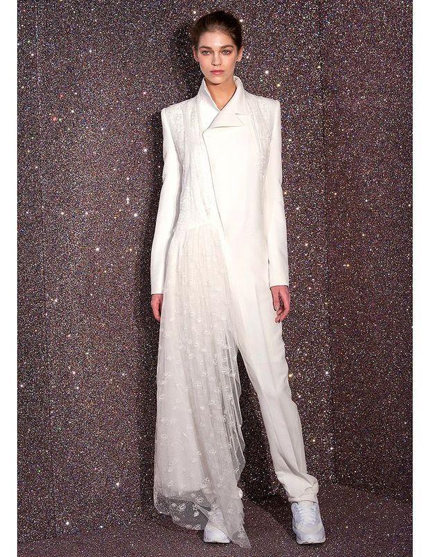 a04639678c4 Princesse du bitume chez Anne-Valérie Hash - Robes de mariée   30  silhouettes de défilés pour s inspirer - Elle