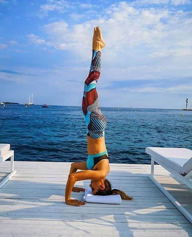Laury Thilleman au yoga