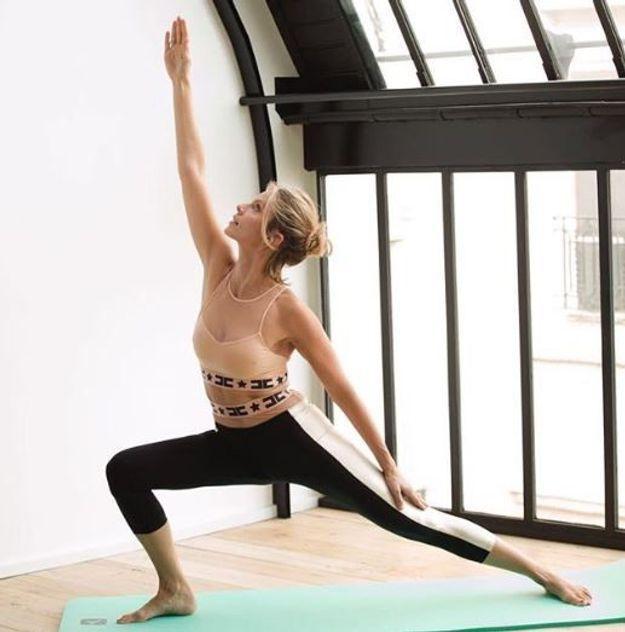 Sylvie Tellier au yoga