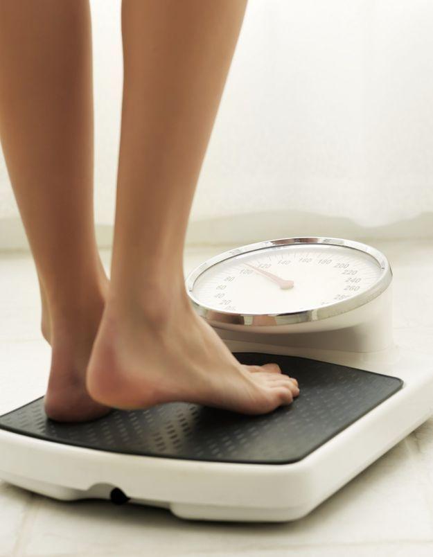 Pourquoi le poids qu'indique votre balance ne veut rien dire