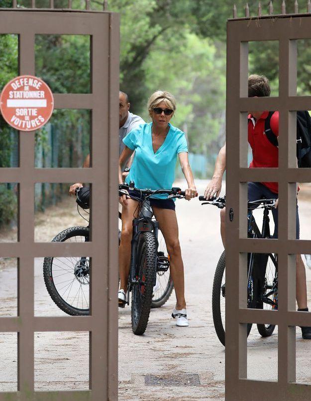 Brigitte Macron, en selle pour une sortie vélo