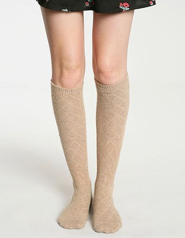 Mode tendance look shopping accessoires chaussettes hautes urbanoutfitters