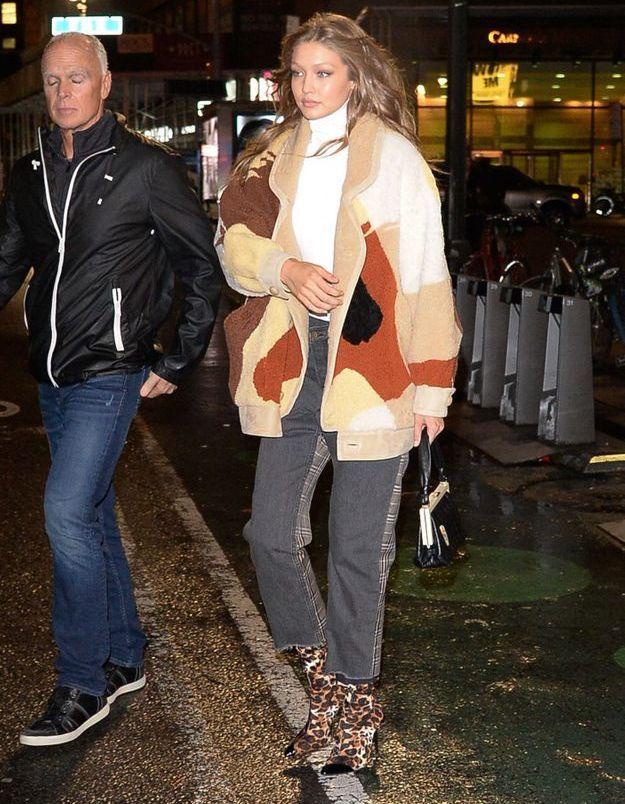 Gigi Hadid en bootes léopard
