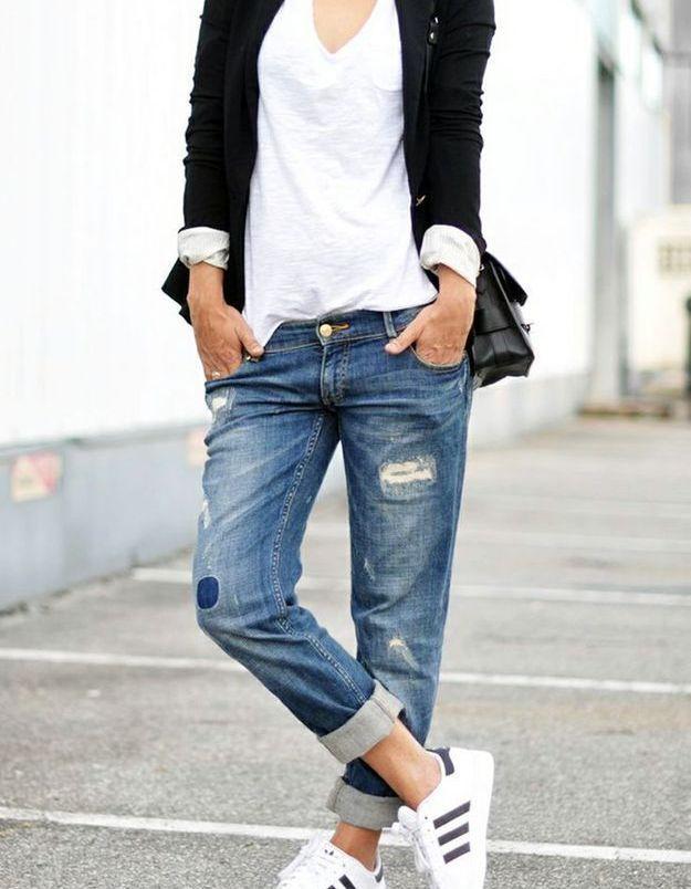 Des Superstar avec un jean retroussé