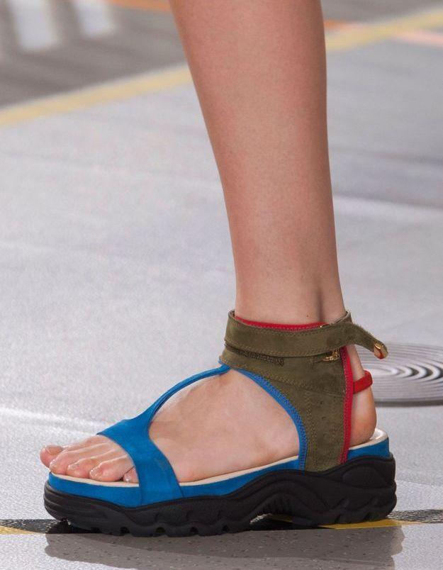 Les sandales de sport de Preen by Thornton Bregazzi