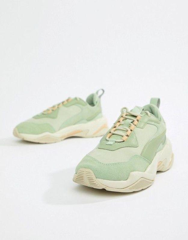 Une paire de sneakers