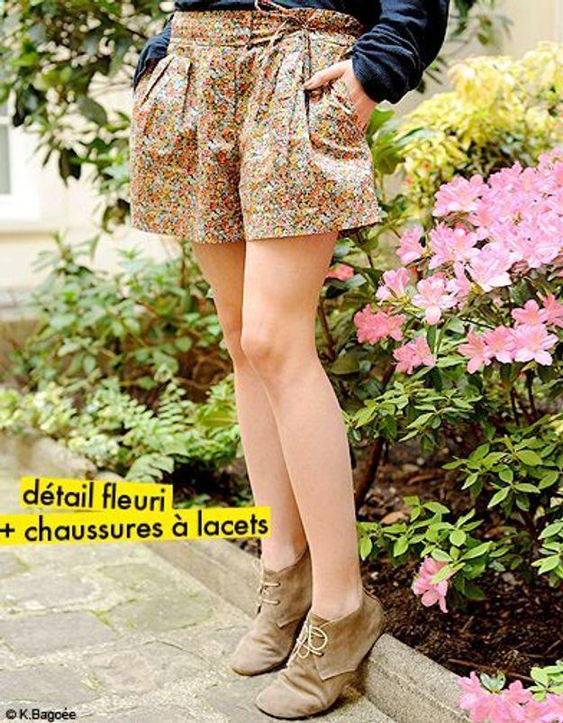 détail fleuri + chaussure à lacets