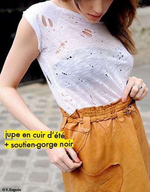 jupe en cuir d'été + soutien-gorge noir
