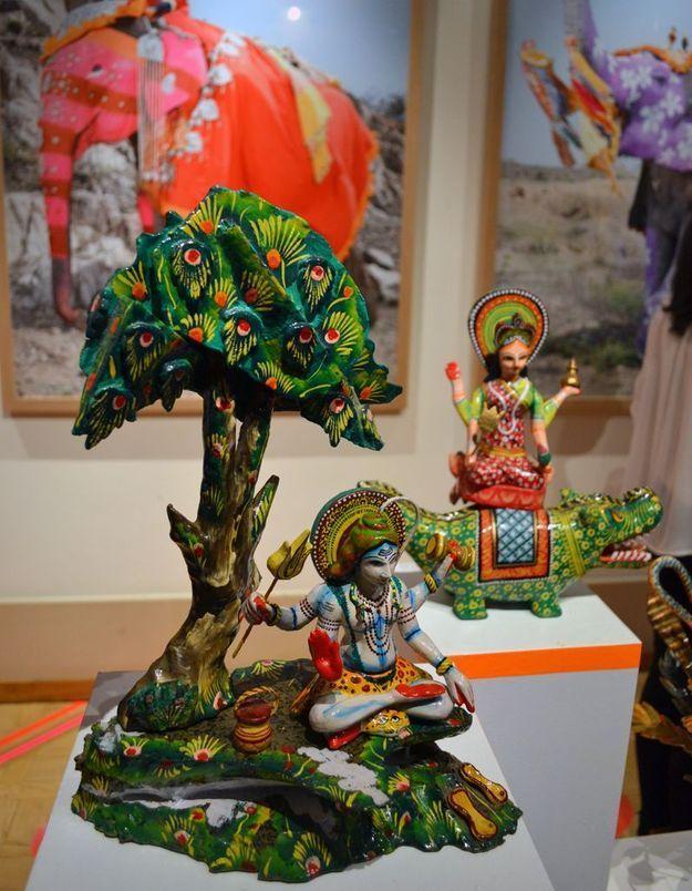 Les statuettes du pop up store Manish Arora