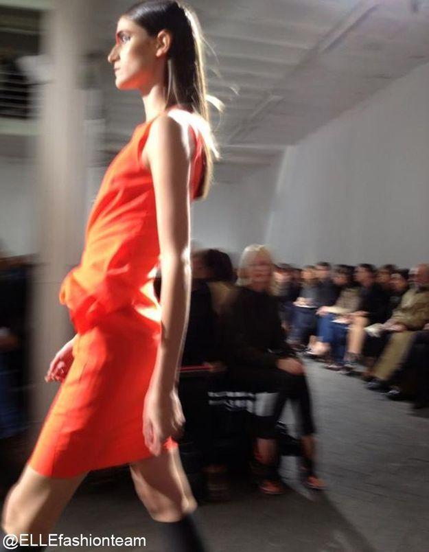 Défilé Cédric Charlier : silhouette orange
