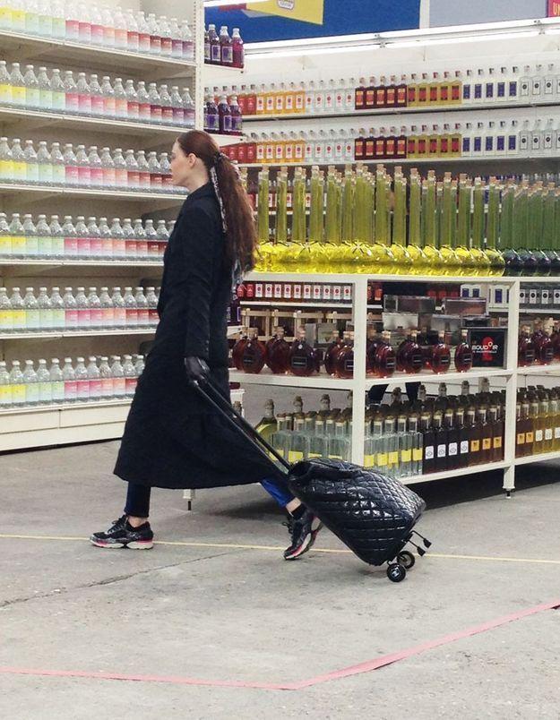 Faire ses courses avec un cabas Chanel, le dernier snobisme !