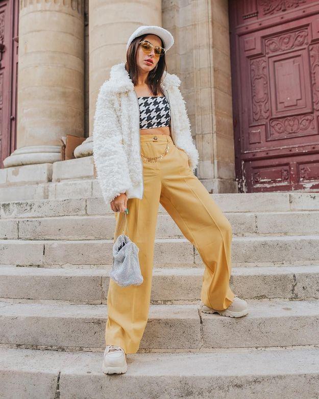 La pantalon flare jaune de Barbara