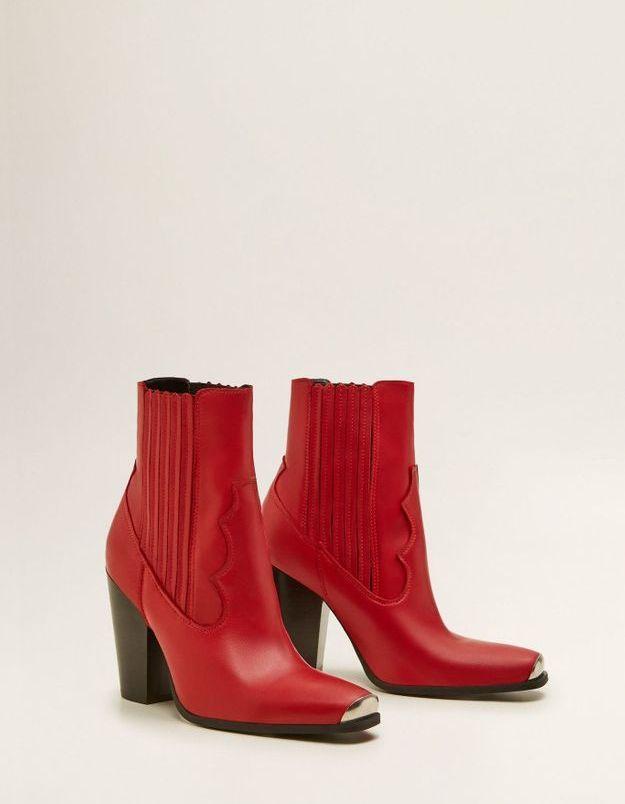 Une paire de bottes cow-boy
