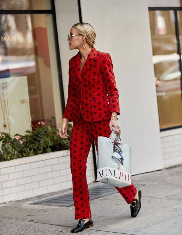 Flamber en costume rouge