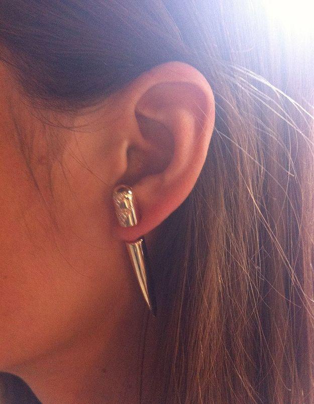 Le clou d'oreilles