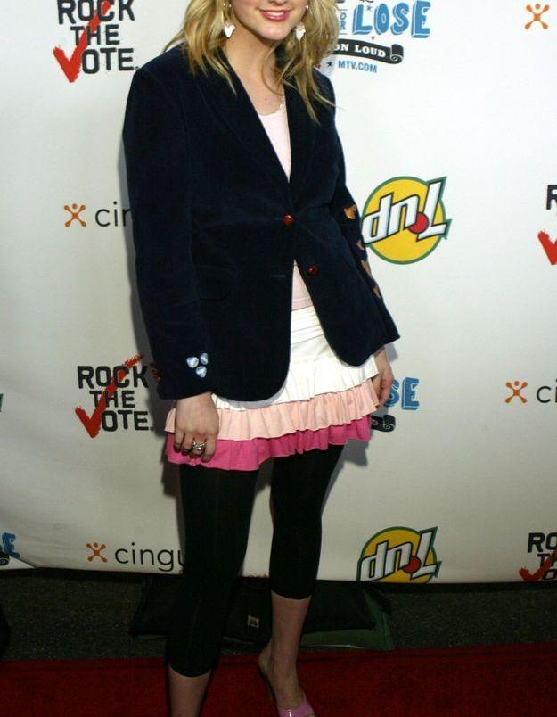 Ashlee Simpson, ado coqueluche des années 2000 a porté le blazer marié à une robe et un legging
