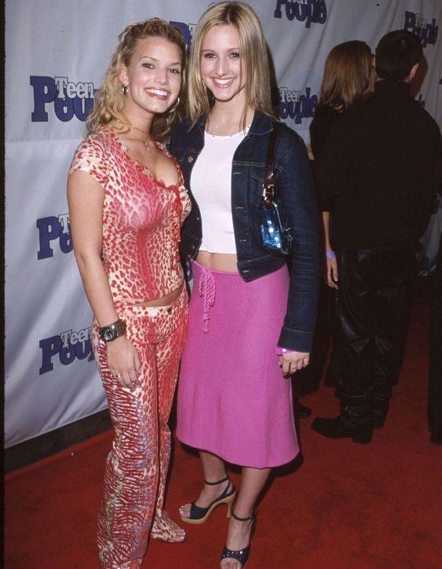 Jessica Simpson et sa soeur Ashlee vêtue d'une jupe midi