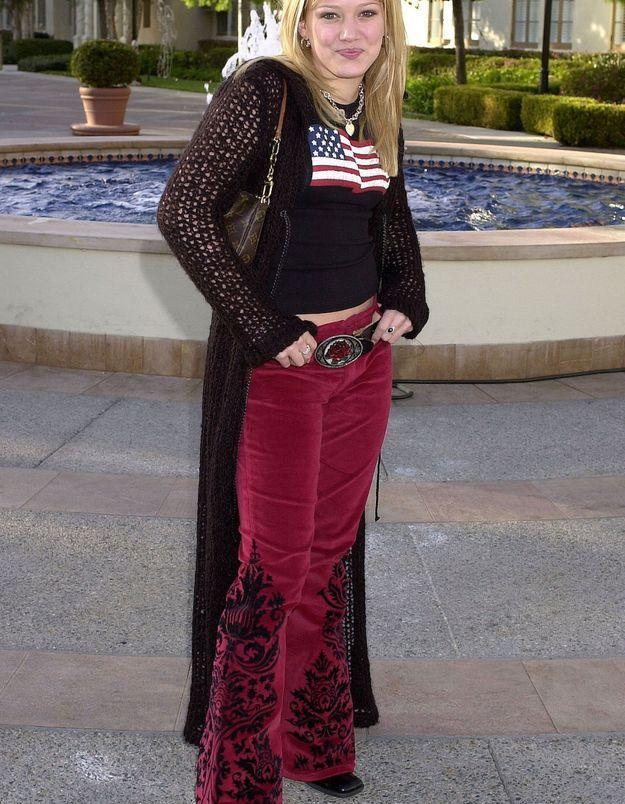 Le pantalon brodé avec des pièces en velours d'Hilary Duff