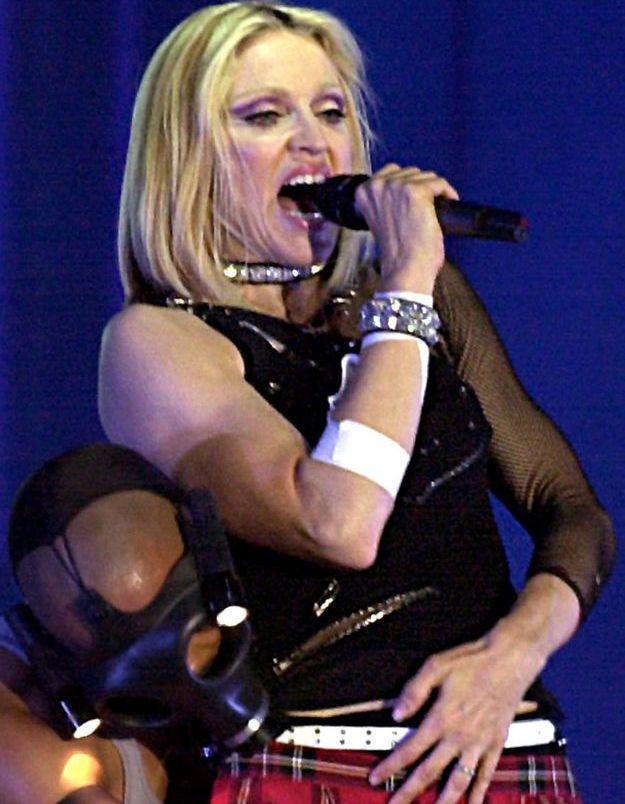 Madonna, modeuse incontestée s'est essayée aux bracelets cloutés couplé à des pièces en résille