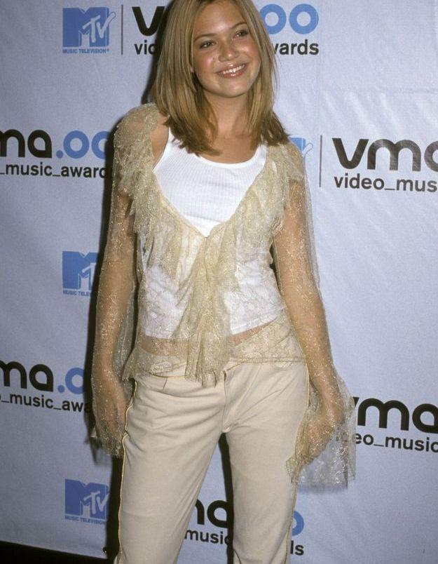 Mandy Moore, avec un haut manches amples