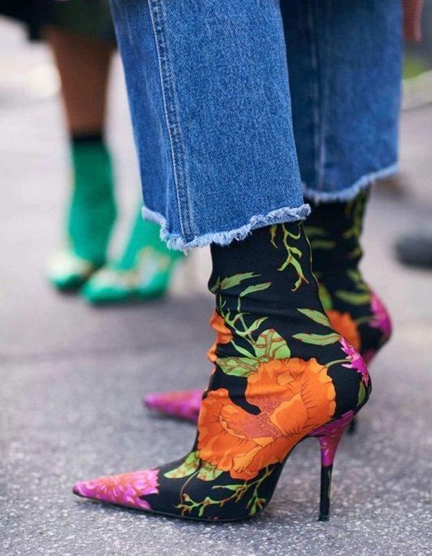 Une paire de bottines fleuries