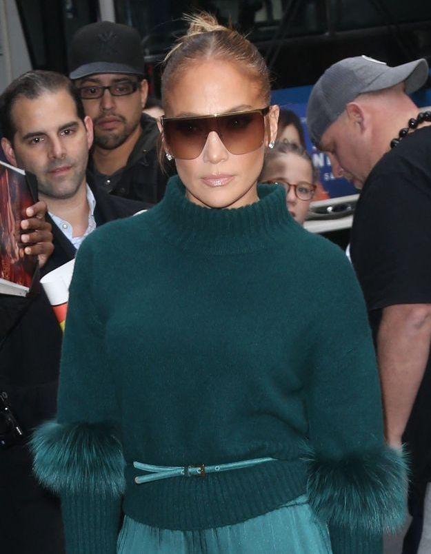 Jennifer Lopez : sa jupe en jean tendance est notre obsession de la saison