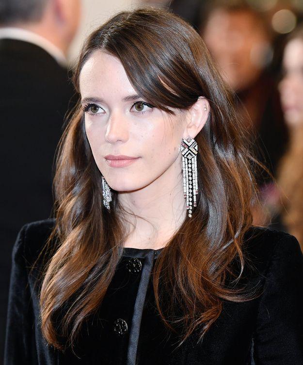 Les boucles d'oreilles Chanel de Stacy Martin