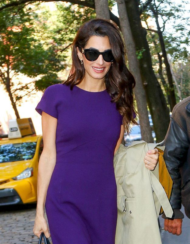 Amal Clooney : elle assure en robe portefeuille !