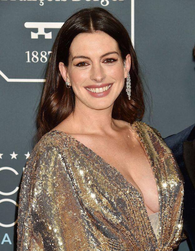 Anne Hathaway porte les chaussures que l'on va adorer pour le printemps