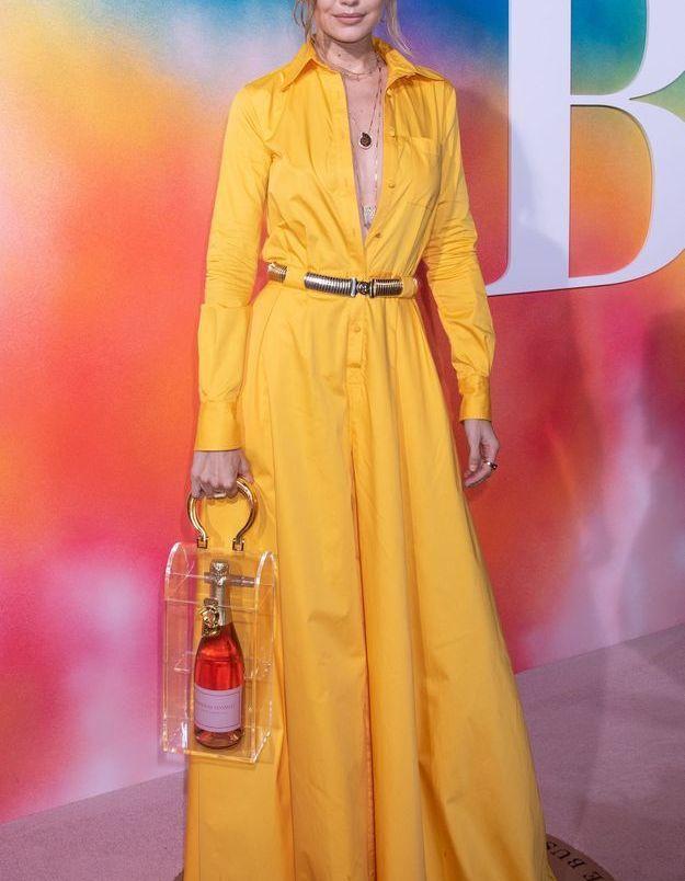 Gigi Hadid en robe Brandon Maxwell