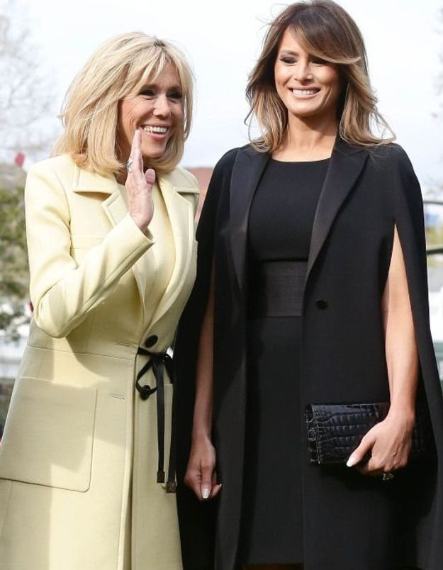 Brigitte Macron en joli manteau jaune pastel, Vuitton toujours