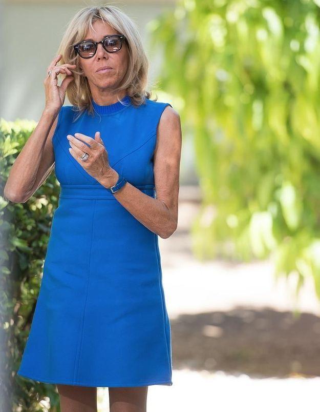 Brigitte Macron : voici sa robe préférée, qu'elle possède dans toutes les couleurs