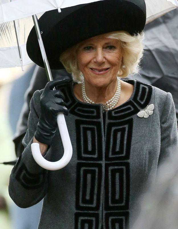 Même sous la pluie, Camilla Parker-Bowles garde ses bijoux fétiches
