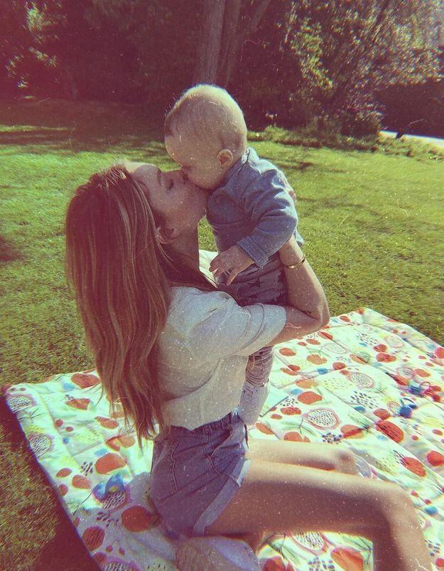 Carolie Receveur : petit look printanier en pique-nique avec son fils