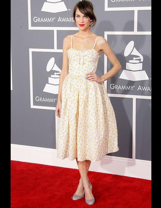 Alexa Chung : pourquoi elle a tout bon ? minimalisme sur tapis rouge