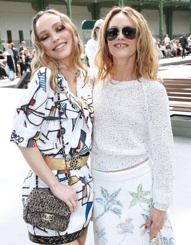 Lily Rose Depp reporte le top de sa mère Vanessa Paradis 20 ans plus tard