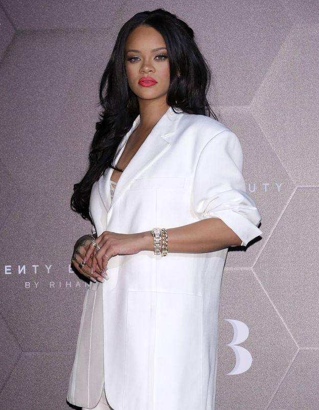 Rihanna : son sac en forme de ballon Louis Vuitton, crée le buzz