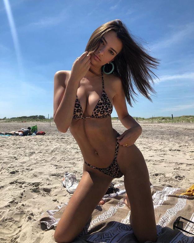 Emrata en bikini imprimé